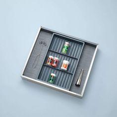 Järjestä keittiön laatikot mielesi mukaan! Näyttävät, yhdisteltävät tumman harmaat Separado-lokerikot pysyvät paikallaan ja sopivat sekä Vionaro- että XP-laatikoihin. Samaan sävyyn oleva pohjamatto viimeistelee kokonaisuuden. Tuotteet varastossamme! #sisustus #säilytys #tilaratkaisut #tilasuunnittelu #sisustussuunnittelu #keittiö #koti #toimisto #arkkitehti #interior #interiordesign #helakeskus #tukkumyynti #yritysmyynti