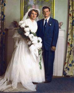 6 Beautiful Wedding Dress Trends in 2020 Vintage Wedding Photos, Vintage Bridal, Vintage Weddings, Wedding Pictures, Vintage Couples, Vintage Images, Wedding Couples, Wedding Bride, Wedding Gowns