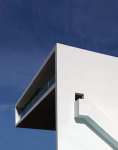Design Folio - House on the Cliff by Fran Silvestre Arquitectos