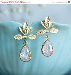 Gold stud earrings crystal bridal earrings Wedding by joojooland
