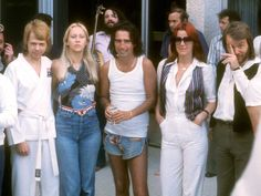 Alice Cooper with ABBA (and Barney McKenna in the background) in Australia, 1977.