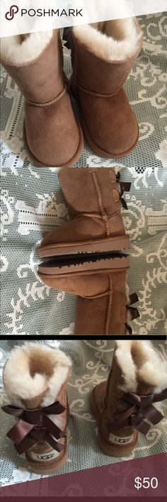 UGG Bailey kids boots size 6. New Bows on back. New.  FIRM UGG Shoes Boots