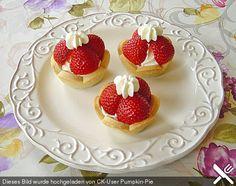 Raffinierte Erdbeertörtchen in Muffinförmchen