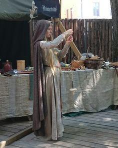 #Turku #keskiaikamarkkinat #keskiaikamarkkinat2016 #turunkeskiaikamarkkinat #medievalmarket #vanhasuurtori #marketplace #keskiaika #MiddleAge #kehrätä #spin #värttinä #työnäytös #show #vauvankanssa #withmybaby #hyvässäseurassa #withnicepeople #kesä #summer #loma #holidays #aurinko #sun #hyvämieli #feelinggood #artesaani #artisan #muinaistekniikka #ancienttechnology