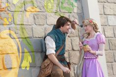 Rapunzel has always had a flair for art. And now it looks like she's taken it to a whole new level – all over the Fantasyland® area! Rapunzel Cosplay, Rapunzel And Eugene, Tangled Rapunzel, Princess Rapunzel, Disney Tangled, Disney Cosplay, Rapunzel Room, Disneyland Face Characters, Disney Movies