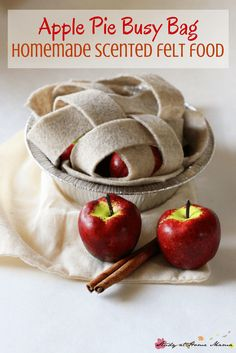 Apple Pie Busy Bag: Homemade Scented Felt Food - a gorgeous homemade toy that takes less than 5 minutes to make! Also makes a great fall learning activity