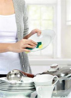 Femina.co.id: Sebelum membersihkan peranti saji atau alat dapur dengan bahan alami, baca dulu tip berikut ini! #tipdapur