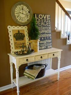 love the table - great for my entryway