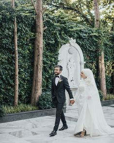 There are different rumors about the history of the marriage dress; tesettür First Narration; Hijab Bride, Wedding Hijab, Red Wedding Dresses, Bridal Dresses, Bridal Photography, Photography Poses, Crazy Dresses, Marriage Dress, Married Woman