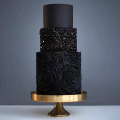Pretty in Black Wedding Cake #black #weddingcake