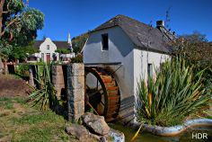 A water wheel scene in Paarl, South Africa. So familiar! Most Beautiful Beaches, Beautiful Places, Water Wheels, Beaches In The World, Cape Town, Homeland, Tanzania, Continents, Old Town