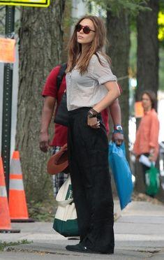 "elizabeth olsen very good girls movie photos   ... Elizabeth Olsen, Richard Dreyfuss in movie set ""Very Good Girls"