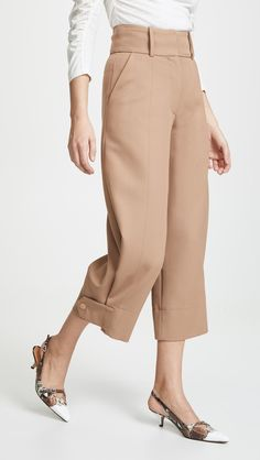Pantalon court See by Chloé Trouser Pants, Trousers Women, Cropped Pants, Pants For Women, Crop Pants Outfit, Maxi Pants, Fashion Pants, Fashion Outfits, Womens Fashion