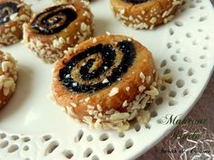 Makrout Frit, makrout el maqla ou el makla مقروط المقلة Bonjour tout le monde, Makrout Frit, m. Tunisian Food, Algerian Recipes, Valentines Day Cookies, Waffle Iron, Middle Eastern Recipes, Beignets, Macarons, Coco, Chocolate Cake