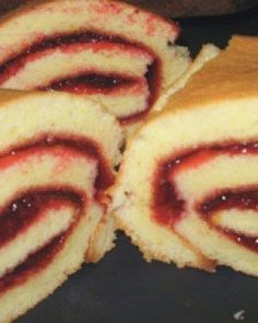 Use either strawberry jelly and frosting or pumpkin butter! Yum I remember Mom making these! Köstliche Desserts, Delicious Desserts, Dessert Recipes, Snacks Recipes, Drink Recipes, Appetizer Recipes, Recipies, Cake Roll Recipes, Jelly Cake