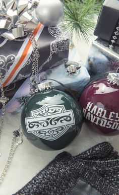Did you know that Harley-Davidson makes Christmas ornaments? Along with mugs, clocks, jewelry, hats, and other items that make great Christmas gifts.