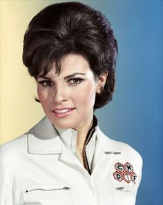 Raquel Welch portrays the role of ''Cora Petersen'' in the film ''Fantastic Voyage'' a 1966 American science fiction film. Rachel Welch, Gorgeous Latina, Female Movie Stars, Fantastic Voyage, Film Fantastic, Star Wars, Joan Collins, Ageless Beauty, Sophia Loren