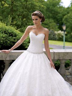 classic-sweetheart-chapel-train-lace-ball-gown-wedding-dress-with-beading-wmc0014-b.jpg (1200×1600)