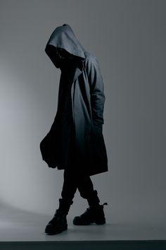 All black outfit. Dark Fashion, Urban Fashion, Mens Fashion, Street Goth, Street Wear, Rauch Fotografie, Cyberpunk Fashion, Fashion Mask, All Black Outfit