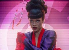 Rihanna se transforma em gueixa em Vídeo-Tour do Coldplay