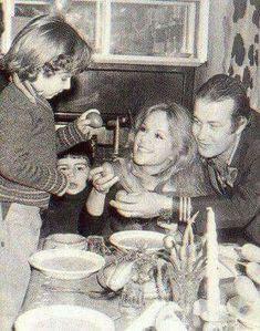Αλίκη & Δημήτρης με τον γιο τους Γιάννη σε πασχαλινές στιγμές.