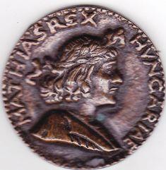 Mátyás király portré domború érme valószínűleg réz, nem mágnesezhető Átmérője 84mm, vastagsága 3mm.