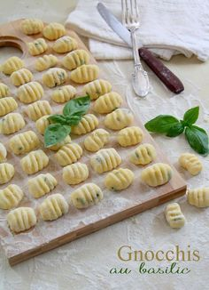 Gnocchis au Basilic - Les Gourmandises de Lou - Expolore the best and the special ideas about Italian wine Yummy Veggie, Yummy Food, Wine Recipes, Pasta Recipes, Italian Christmas Cookie Recipes, Italian Cookies, Cuisine Diverse, Italian Pastries, Weird Food