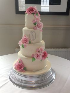 Baini, 4 tiers with simple piped dot decoration and beautiful roses in shades of pink