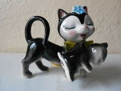 Vintage Mom cat & Kitten Salt & Pepper Shakers~