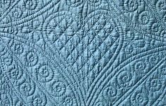 Beautiful petrol-blue Welsh wholecloth quilt with large heart motifs, spiral-filled leaves and paisley backing. Longarm Quilting, Hand Quilting, Machine Quilting Designs, Quilting Ideas, Welsh Blanket, Whole Cloth Quilts, Flower Quilts, Quilt Stitching, Antique Quilts