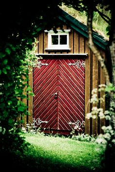 Love the hinges Backyard Sheds, Outdoor Sheds, Shed Doors, Garage Doors, Door Gate, Unique Doors, Back Gardens, Home Look, Dream Garden