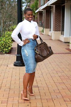 Street Style Spotlight: 24 Ways To Wear A Denim Pencil Skirt Denim Fashion, Girl Fashion, Fashion Looks, Fashion Outfits, Womens Fashion, Denim Pencil Skirt Outfit, Denim Skirt Outfits, Casual Chic, Casual Wear