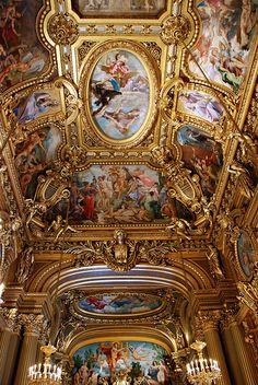 Opera Garnier - Il est très beau, magnifique!. L'Opéra Garnier, également connu sous le Palais Garnier, Opéra de Paris, est l'un des bâtiments les plus emblématiques de la neuvième arrondissement de Paris et le paysage urbain de Paris. Napoléon III a ordonné sa construction l'architecte Charles Garnier, qui l'a conçu dans le style néo-baroque.