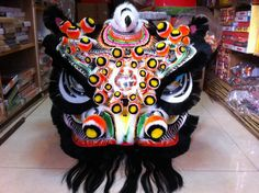 Black lion with detailed art # Chinese lion dance futsan design Lion Dragon, Dragon Head, Chinese Lion Dance, Stone Lion, Dragon Dance, Chinese Opera, Fu Dog, Black Lion, Chinese Culture