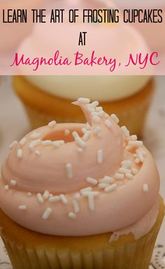 Learn the art of frosting cupcakes at New York City's Magnolia Bakery | CulturalXplorer.com