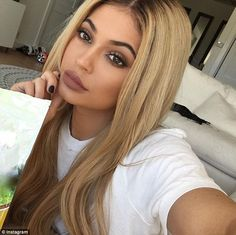 Kylie Jenner admits she spends up to FIVE HOURS painting her nails | Daily Mail Online
