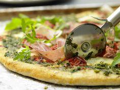 Parmaschinken-Pizza mit Rucola - und Pesto