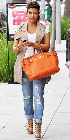 Digging orange for the upcoming season kourtney kardashian in a cargo vest, distressted jeans and a beautiful coral birkin bag for some pop! Kourtney Kardashian, Kardashian Style, Kardashian Fashion, Sac Birkin Hermes, Hermes Bags, Cargo Vest, Celebrity Style Inspiration, Poncho, Maternity Fashion