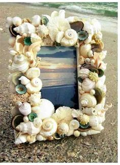 Crafts from shells. Ideas and workshops. DIY crafts from shells: where and how to apply shells brought from the sea DIY Christmas tree toys from shells Seashell Frame, Seashell Art, Seashell Crafts, Beach Crafts, Diy And Crafts, Kids Crafts, Arts And Crafts, Beach Frame, Seashell Projects
