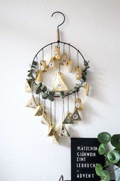 DIY advent calendar in glamorous gold - Trend Christmas Decorating Holiday 2019 Homemade Advent Calendars, Diy Advent Calendar, Countdown Calendar, Hygge Christmas, Christmas Time, Xmas, Diy Gift Box, Diy Gifts, Gold Diy