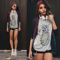 Alana R. - I ♥ Pineapple
