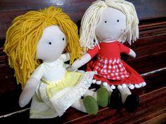 The Project Lady - Fast & Easy way to make Doll Hair with Yarn! Diy Rag Dolls, Yarn Dolls, Sewing Dolls, Knitted Dolls, Fabric Doll Pattern, Fabric Dolls, Doll Wigs, Doll Hair, Sewing Patterns Girls