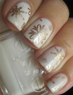 As symbols of the winter season, snowflake nail art are wonderful now and can instantly make a regular manicure look like a work of art. Take a look at these Cool Snowflake Nail Art Designs for inspiration. Holiday Nail Art, Winter Nail Art, Christmas Nail Designs, Christmas Nail Art, Winter Nails, Snow Nails, Christmas Eve, Classy Christmas, Christmas Patterns