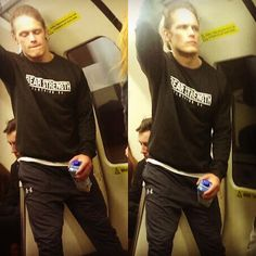 A certain ginger spotted yesterday in the Glasgow's subway! Don't know what I'd do if something like this happened to me! Photos taken by @9and3quarter twitter #samheughan #outlander #glasgow