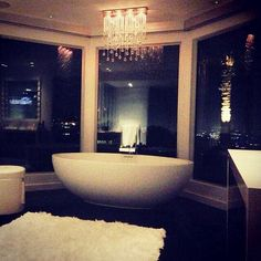 a modern jacuzzi tub right in the master bedroom Boffi, House Goals, Life Goals, Dream Rooms, Humble Abode, Beautiful Bathrooms, Home Fashion, Fashion Glamour, Style Fashion