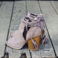 Gorgeous tassel details adorn these darling booties. Designed with a stacked…