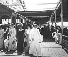 La Rambla Lasalle ( de madera, anterior a la Bristol) en 1909 Indiana, Vintage Architecture, Gaucho, Historical Fiction, Belle Epoque, Tango, Alter, Bristol, Origami