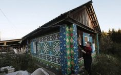Colorfully patterned house showcases 30,000 bottle caps – by Russian Olga Kostina