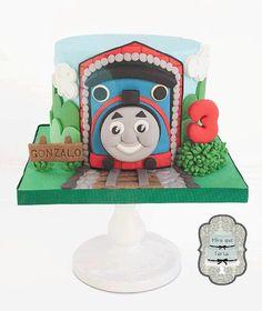 Thomas the train cake by @miraquetarta