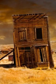 Bodie State Historic Park: Explore the nation's biggest unreconstructed ghost town. (Shutterstock/Golestan Parast)
